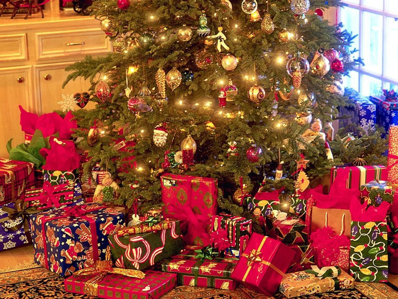 Christmas Tree With Presents 5441ccfd29e8a Wlssd